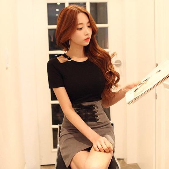商品圖:扣帶露肩短袖衫綁帶高腰短裙兩件套裙
